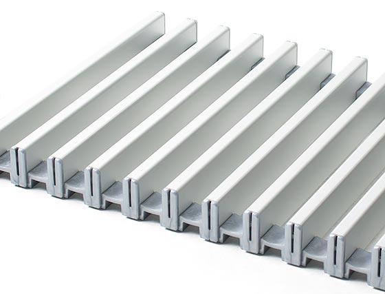 Рулонная алюминиевая решетка серебристого цвета